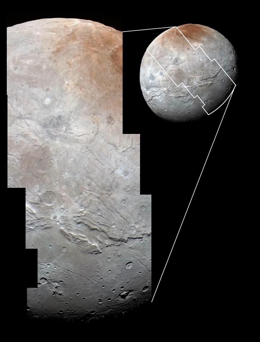 Einmal quer über die Oberfläche zieht sich der Ausschnitt des Bildes, welches die Raumsonde am 14. Juli 2015 von Charon aufgenommen hat.