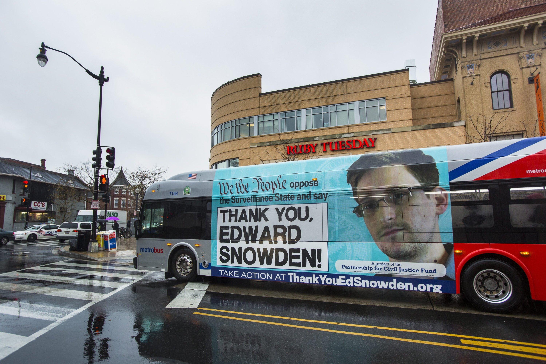 Edward Snowden hat schon früh davor gewarnt, dass Daten in den USA nicht sicher sind. Jetzt müssen Unternehmen wie Amazon, Apple, Microsoft, Google, Twitter und Facebook neue Infrastruktur in Europa aufbauen, um in der EU ihre Kundendaten zu verarbeiten.