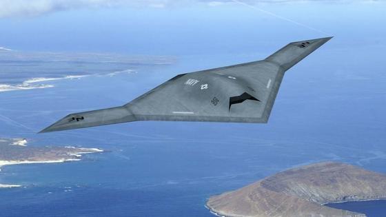 Amerikanische Drohne X-47B: Die neuen KRET-Drohnen weisen als Nurflügel-Flugkörper vom Äußeren her eine auffällige Ähnlichkeit zu dieser auf.