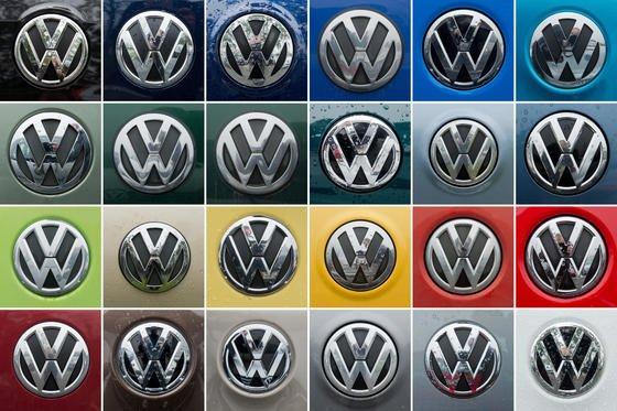 Volkswagen-Logos: Die Deutsche Umwelthilfe hat das KBA aufgefordert, einen vollständigen Rückruf der manipulierten Diesel-Modelle anzuordnen. Ansonsten werde der Verein Klage einreichen.