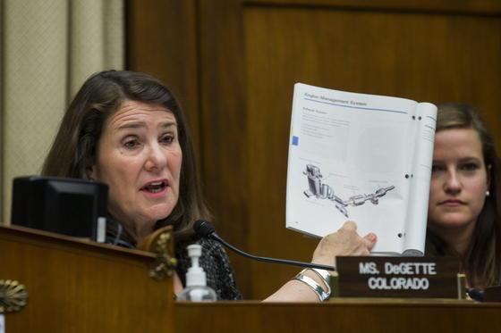 Die demokratische Kongress-Abgeordnete Diana DeGette nahm den Chef von VW-USA Michael Horn in die Mangel und zitierte aus Unterlagen des Konzerns.