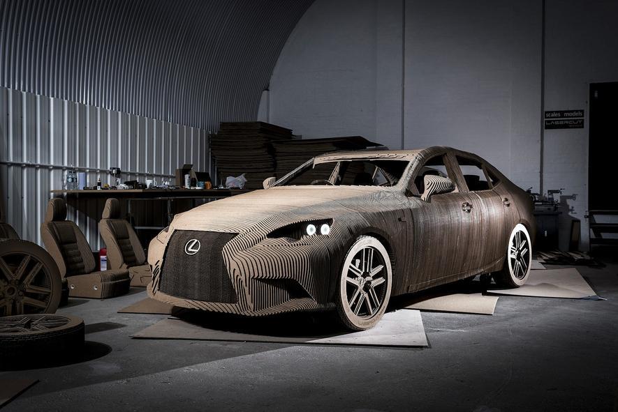 Eine echte Rennpappe: Lexus aus 1700 Kartonteilen