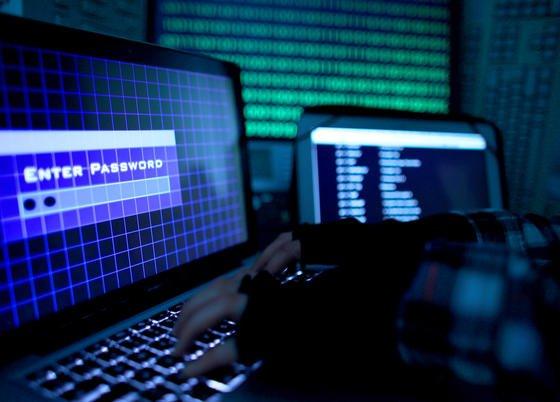 Vermutlich chinesische Hacker haben die Identitäten auch deutscher Internet-Nutzer gestohlen und damit illegale Online-Shops eröffnet, um gefälschte Markenware zu verkaufen.