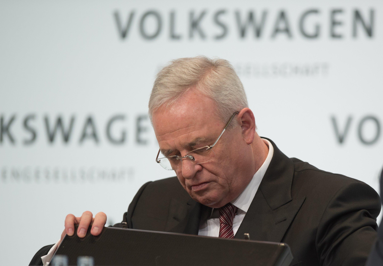 Der frühere VW-Konzernchef Martin Winterkorn im März diesen Jahres auf der Jahrespressekonferenz von VW in Berlin: Jetzt willWinterkorn auch von seinen übrigen Ämtern im VW-Imperium zurücktreten. Allerdings hält der Manager an seinem Aufsichtsratmandat beim FC Bayern München fest.