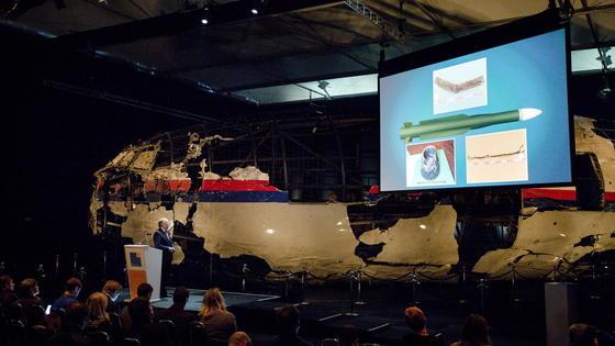 """Die niederländische Behörde """"Dutch Safety Board"""" hat gestern ihren Abschlussbericht zum MH17-Absturz(DSB) im Juli 2014 vorgelegt. Dabei kamen 298 Menschen ums Leben."""