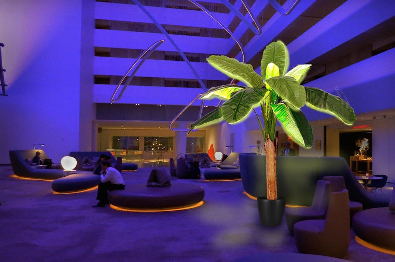 Solarpalme im Hotel: Gäste könnten die gespeicherte Energie auch nutzen, um über einen USB-Anschluss ihr Smartphone zu laden.