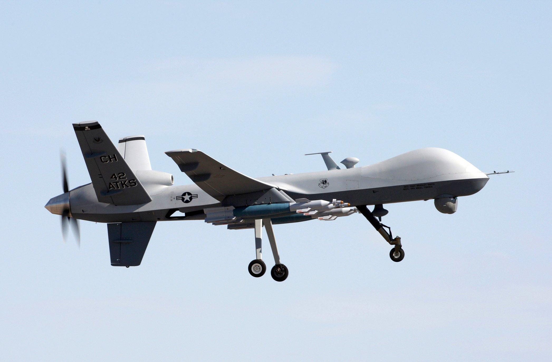 Eine amerikanische Drohne vom Typ MQ-9 Reaper beim Landeanflug nach einer Flugtrainingsmission auf die Creech Air Force Base in Nevada. Ein unbekannterWhistleblower hat angebliche Geheimdokumente zum Vorgehen im US-amerikanischen Drohnenkrieg veröffentlicht.