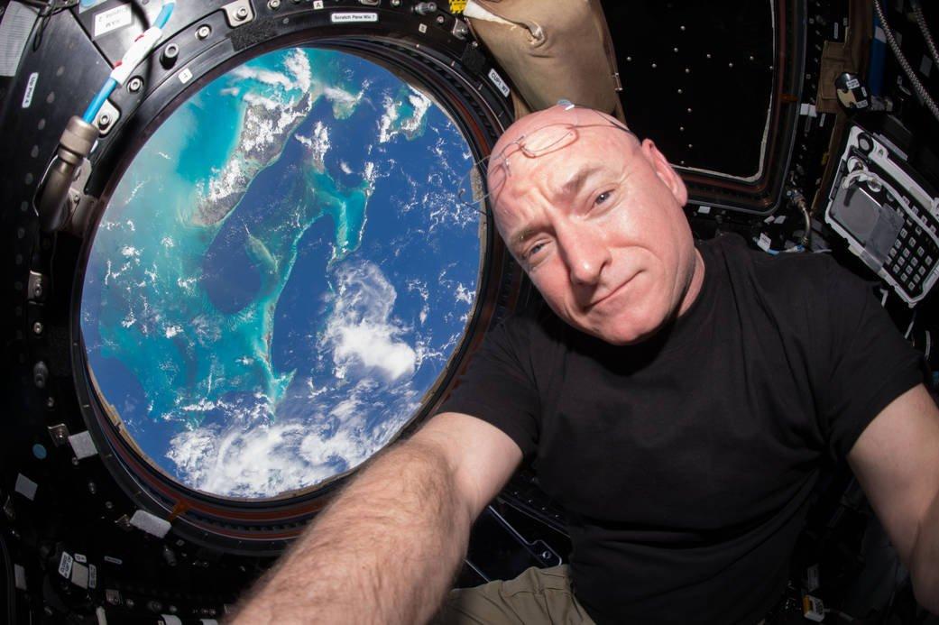 Fühlte sich der Erde offensichtlich ganz nah: Scott Kelly am 16. Oktober 2015 –seinem 386 Arbeitstag im Weltall.