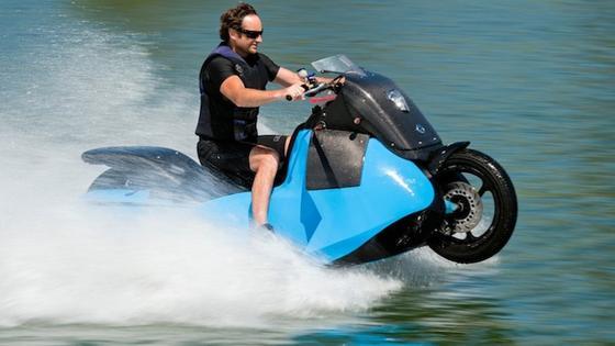 Biski bringt es auf dem Wasser auf eine Geschwindigkeit von bis zu 60 km/h.