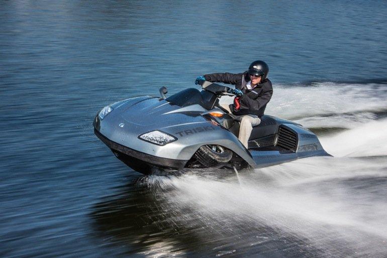 Alan Gibbs hat auch ein Triski gebaut. Der Prototyp auf drei Rädern ist mit einem 135-PS-Zweizylinder-Motor bestückt.