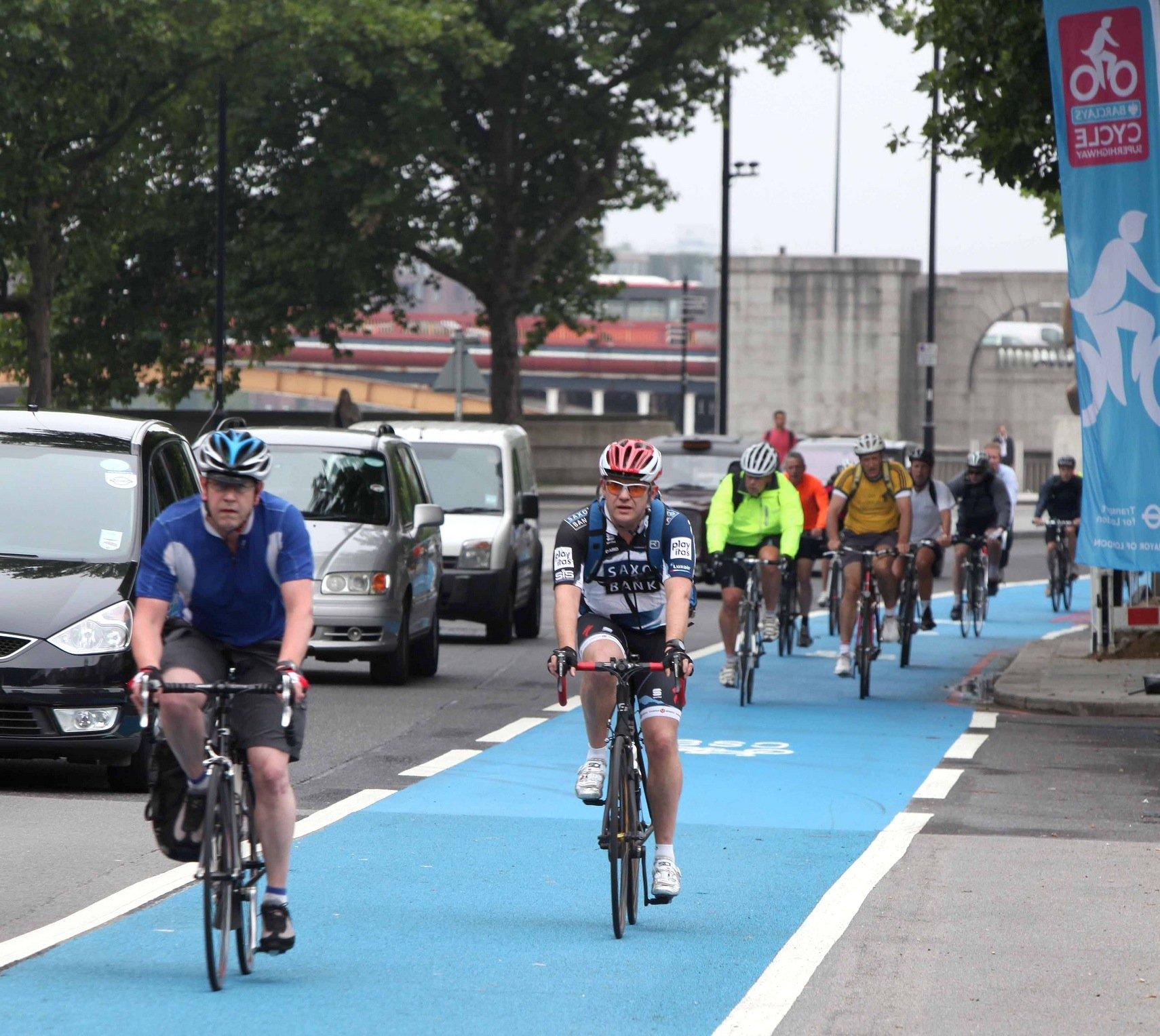 London plant quer durch die gesamte Stadt sogenannte Superhighways für den Radverkehr. Die ersten Routen sind schon realisiert.