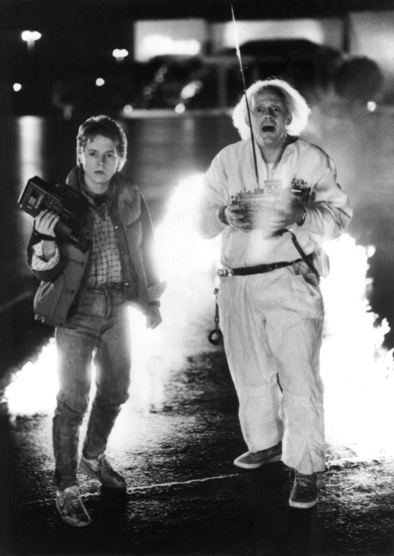 Der Schüler Marty McFly (l., Michael J. Fox) und der Erfinder Dr. E. Brown (Christopher Lloyd) im ersten Teil der Filmtriologie