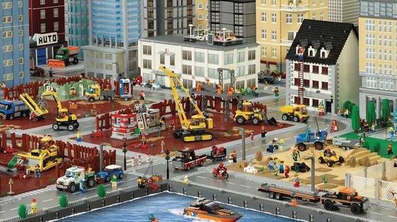 Hilfe, die Lego-Welt wird immer grauer: Mittlerweile sind rund 50 % der produzierten Klötzchen schwarz, weiß oder grau.