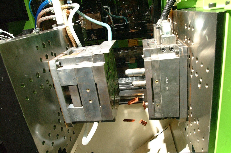 Produktion der Legosteine: Das Unternehmen fertigt mit einer Toleranz von nur zwei Mikrometern.