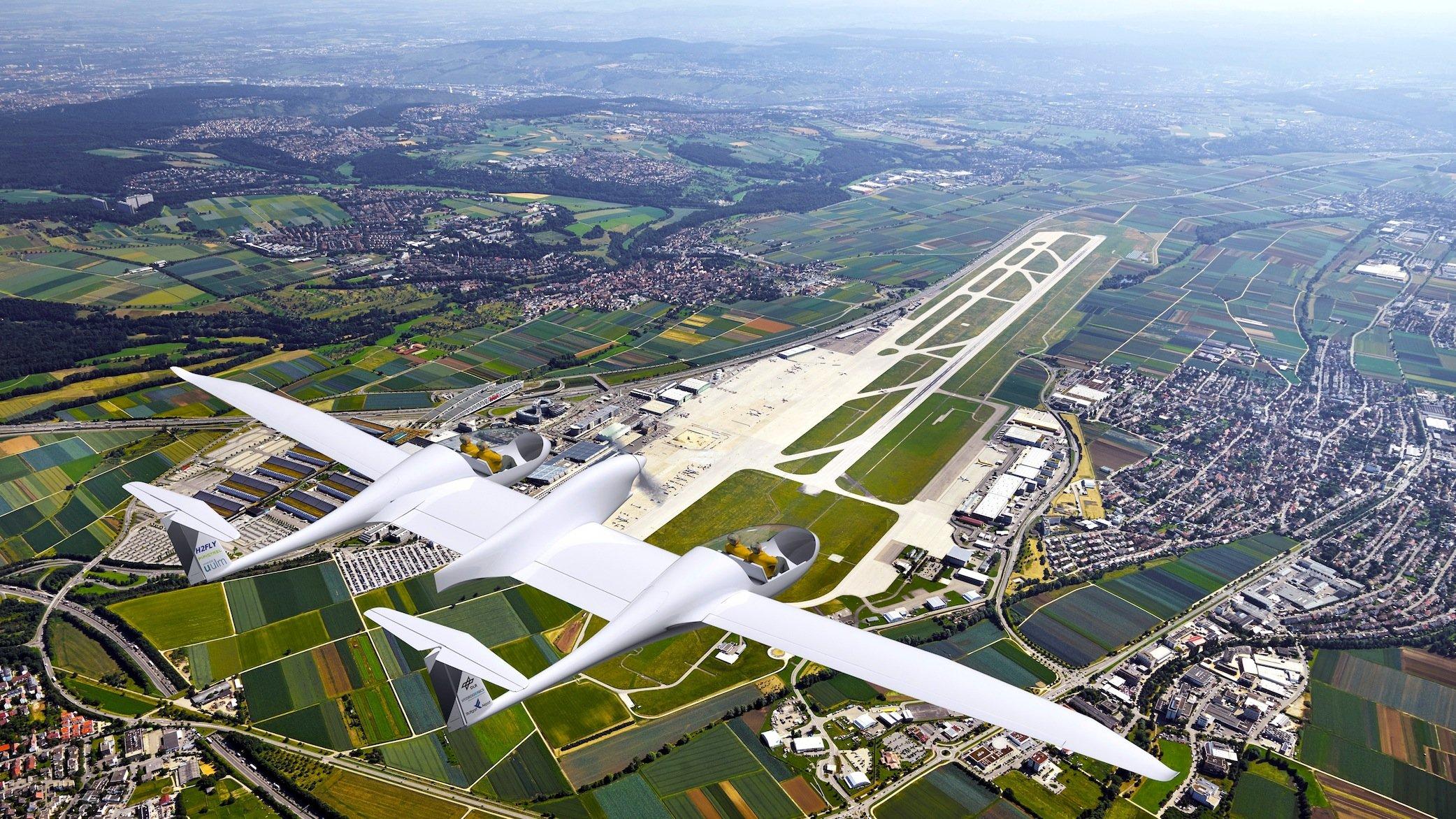 Das Brennstoffzellen-Flugzeug HY4 über dem Flughafen Stuttgart: Perfekt geeignet wäre HY4 für Kurzstreckenflüge zwischen den 60 regionalen und internationalen Flughäfen in Deutschland.