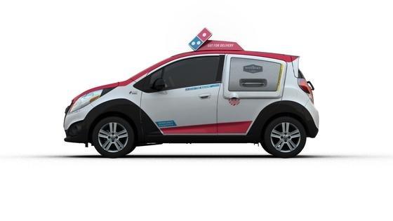 In den USA startet Domino's einen großen Roll-Out: In den nächsten drei Monaten will das Unternehmen gemeinsam mit Chevrolet-Händlern 100 Fahrzeuge mit Öfen ausstatten.