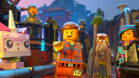 """Die Figuren Wyldstyle (r), Emmet (m) und Viruvius (2.v.r.) in einer Szene des Kinofilms """"The Lego Movie"""": Aufgrund großer Nachfrage gehen Lego derzeit die Steine aus."""