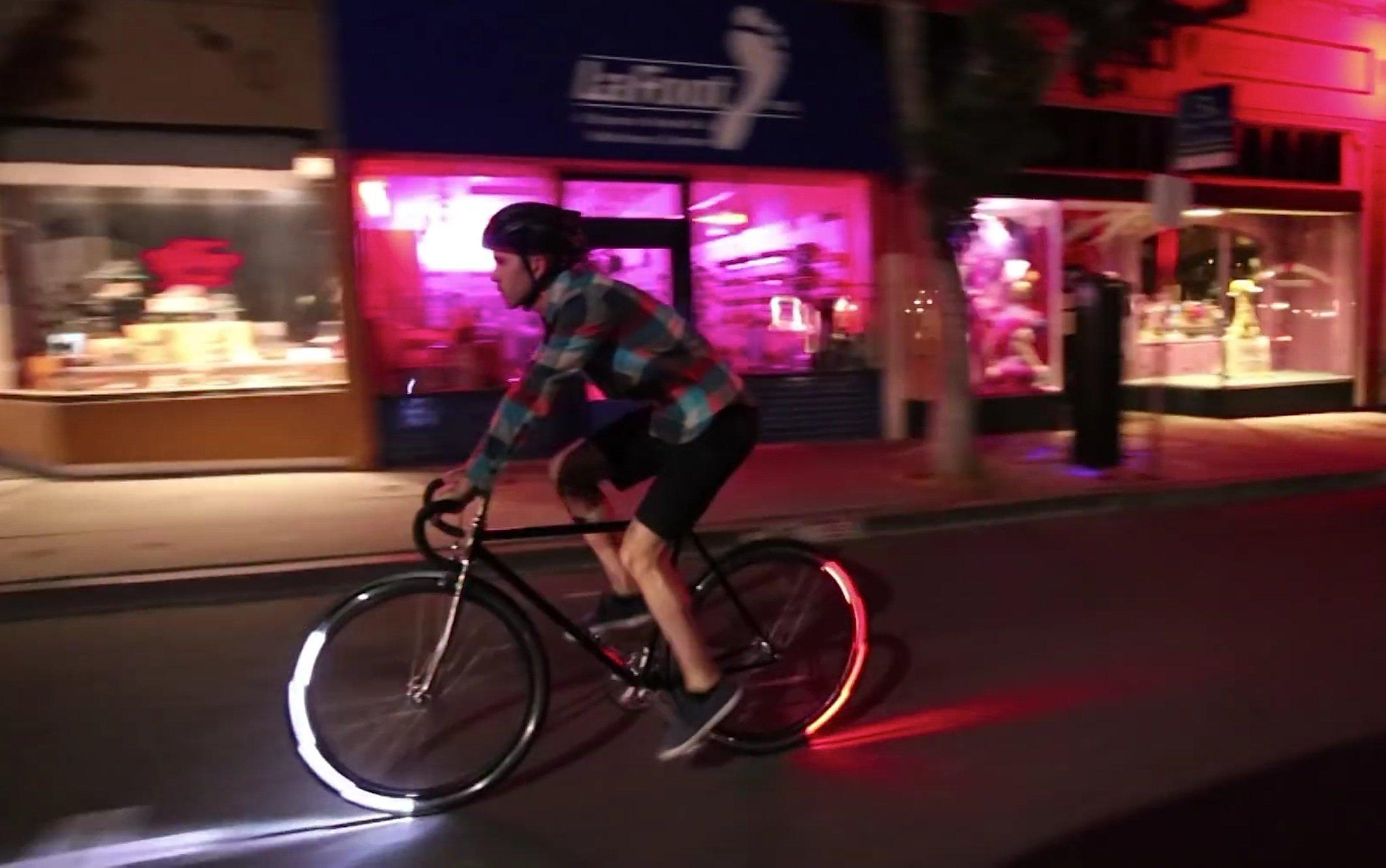 Eclipse+ leuchtet so auffallend, dass Radfahrer nachts deutlich besser zusehen sind.