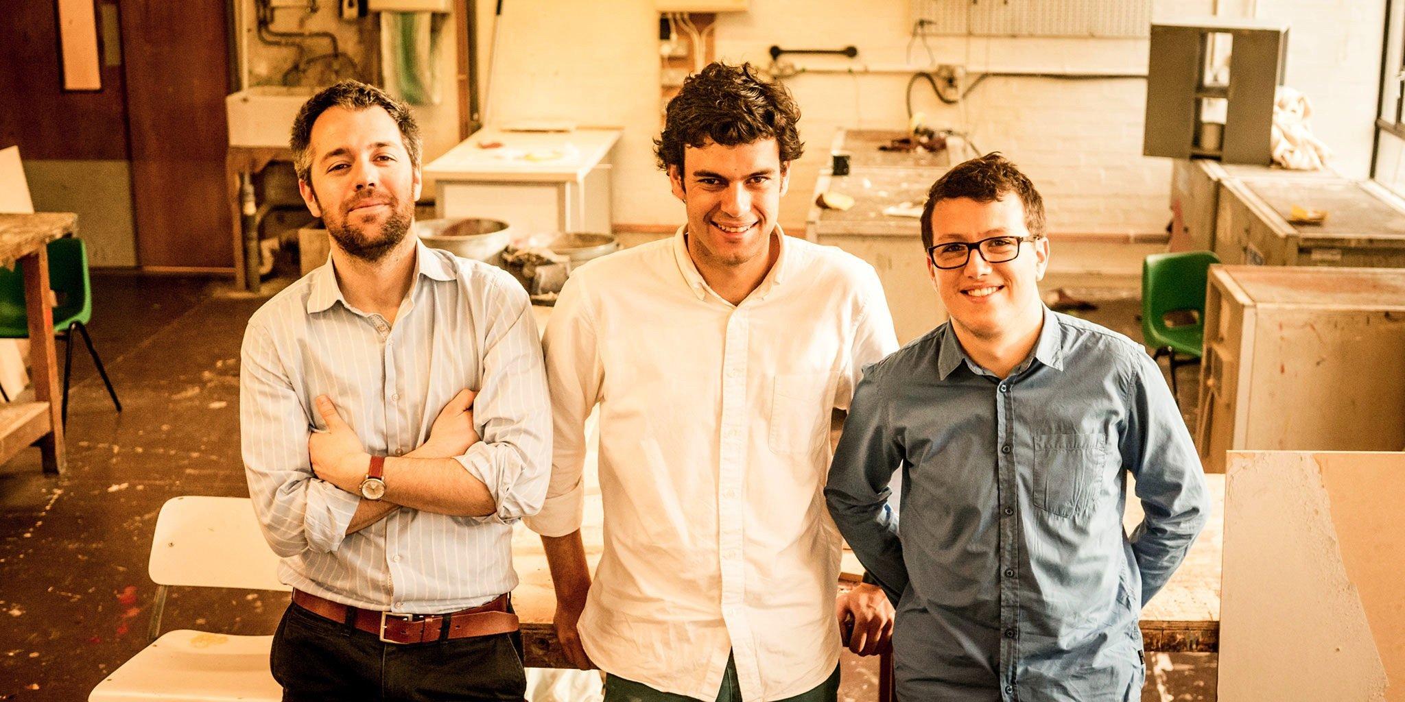 Der Designer Rodrigo Garcia Gonzalez und seine beiden Kollegen Guillaume Couche und Pierre Paslier vom Rocks Lab in Londonhaben die neuartige Membran zum Einpacken von Wasser entwickelt.