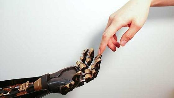 Sensible Fingerspitzen für den Roboter oder Prothesenträger:US-Wissenschaftlern von der Stanford University ist es gelungen, mit einer Art Noppenfolie den Tastsinn künstlich nachzubauen.