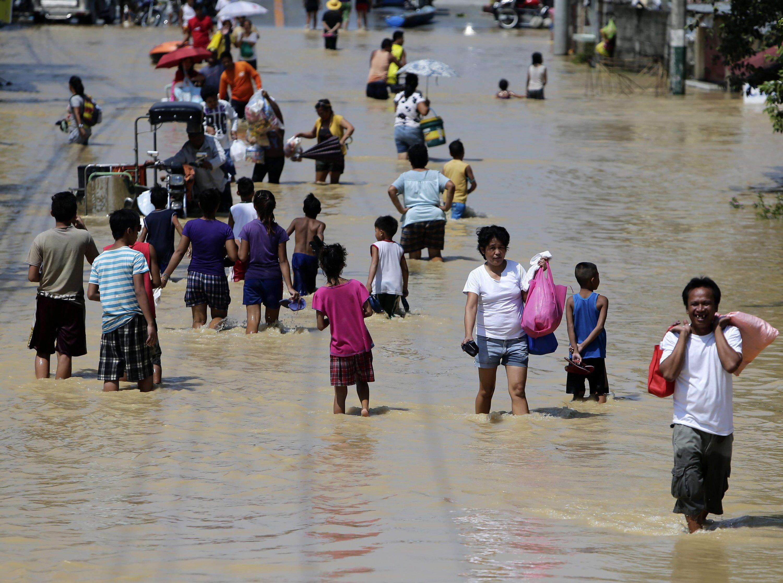 Taifun Koppu hat nicht nur selbst erheblichen Schaden angerichtet, sondern auch noch die Rauchwolken über weite Teile Südostasiens getrieben, so dass von Thailand über Malaysia und Singapur bis zu den Philippinen diesmal unzählige Menschen unter der Brandrodung Indonesiens leiden.