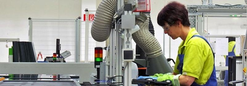 Calyxo produziert die Solarmodule im Industriegebiet Solar Valley (Industriegebiet im Ortsteil Thalheim). Der Hersteller kann sich in der krisengeschüttelten Branche behaupten, weil er eine Alternative zu Silizium gefunden hat.