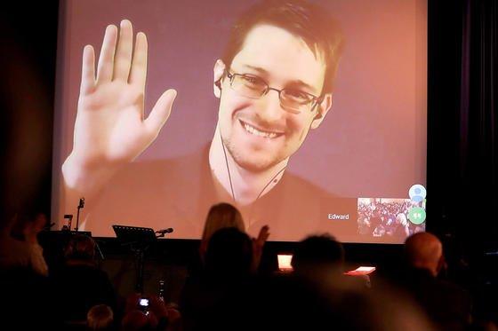Edward Snowden befindet sich derzeit im Exil in Russland. In den USA droht ihm der Gang vors Militärgericht und jahrzehntelange Haft.