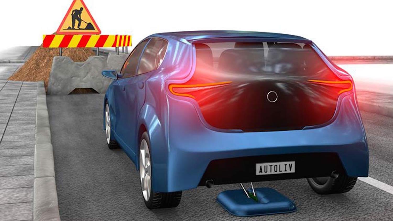 Bremse von Autoliv: Der schwedische Hersteller spricht von einem 40 % kürzeren Bremsweg. Das System funktioniert bei einer Höchstgeschwindigkeit von 70 km/h.