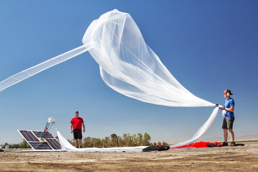 Vorbereitungen für Testballon werden getroffen.