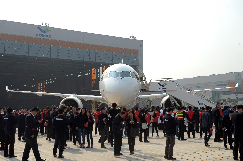 Sieben Jahre hat China in Entwicklung und Bau der Passagiermaschine investiert. Und will damit Airbus und Boeing Kunden abjagen.