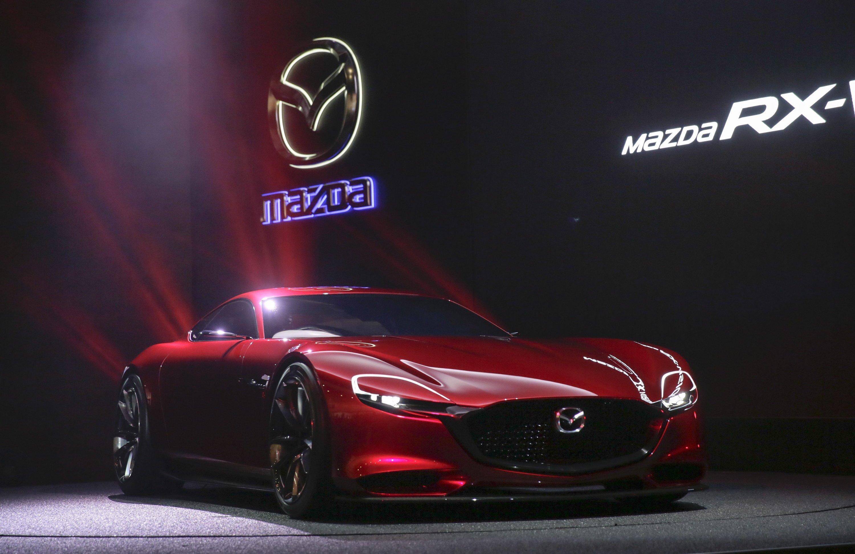 """""""Diese Idee vom Sportwagen mit Wankelmotor dürfen wir nicht sterben lassen"""", sagt Mazda-Entwicklungschef Kiyoshi Fujiwara bei der Vorstellung des RX-Vision."""