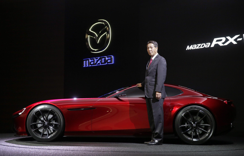 Mazda-CEO Masamichi Kogai hat auf der Tokio Motor Show die Sportwagenstudie RX-Vision mit einem 300 PS starken Wankelmotor vorgestellt. Das Auto soll 2017 auf den Markt kommen.