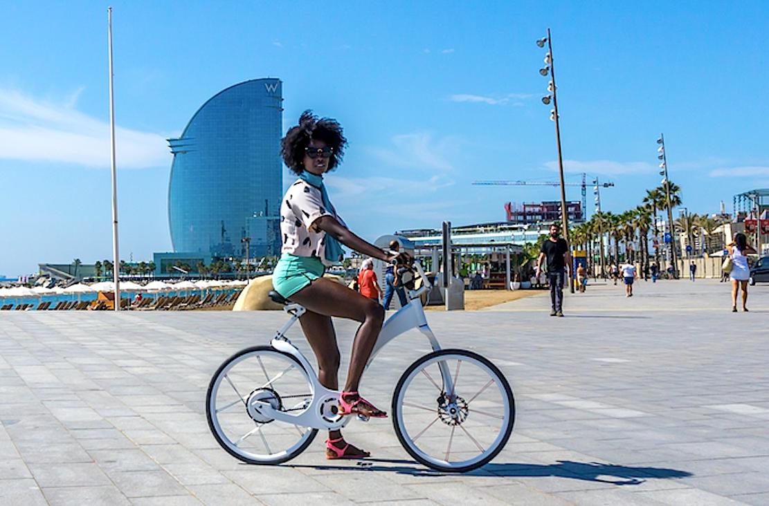 Sieht gut aus und ist mit 17 kg ausgesprochen leicht für ein Pedelec: das elektrisch angetriebene Faltrad Gi FlyBike.