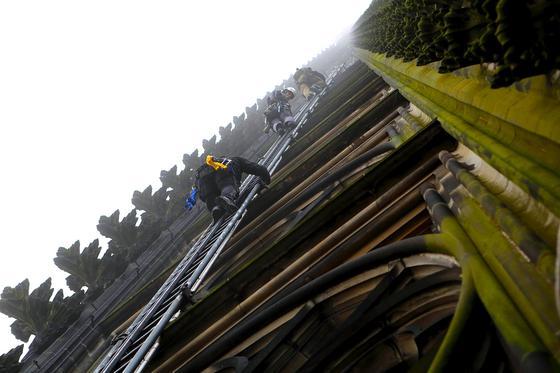 Die Ingenieure müssen schwindelfrei sein, die derzeit mit einem Hochleistungsscanner den Kölner Dom aufnehmen. Die größte Kathedrale nördlich der Alpen soll es künftig auch als hochauflösendes 3D-Modell geben.