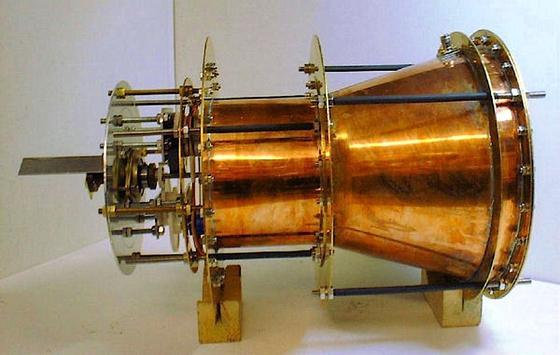 Das ist ein Prototyp des Em-Drive-Antriebs des BritenRoger Shawyeraus dem Jahr 2007.