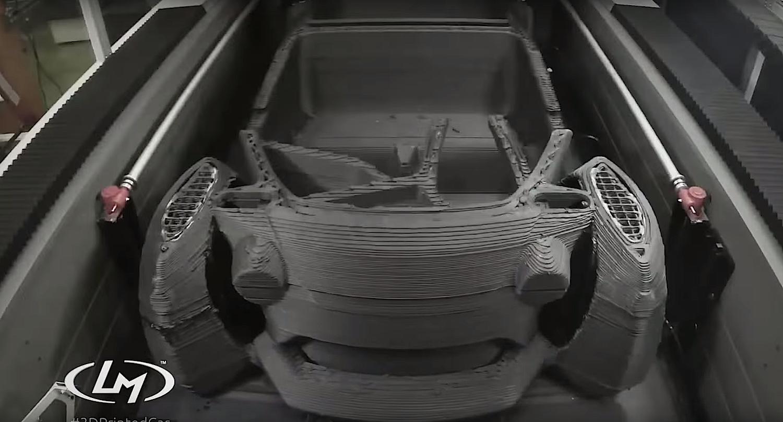 Produktion des LM3D Swim: Der 3D-Drucker verarbeitet eine Mischung aus Plastik und Karbonfasern.