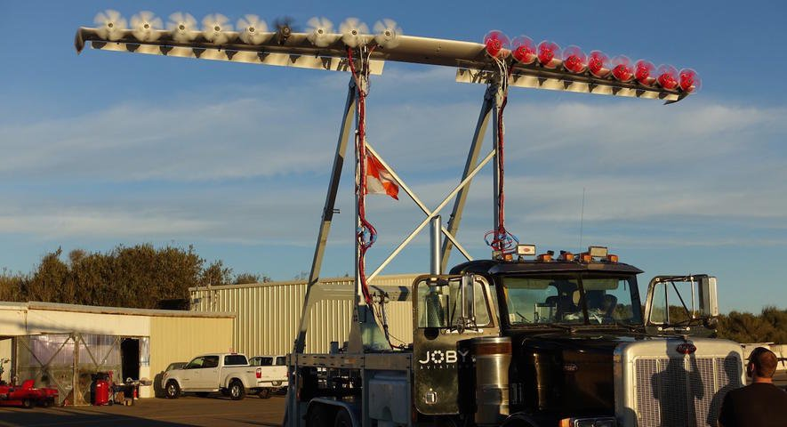 Die Nasa möchte den Antrieb der E-Flugzeuge revolutionieren. Dazu hat sie Mitte des Jahres einen Truck durch die kalifornische Wüste geschickt – angetrieben von einem Flügel mit 18 Elektromotoren.