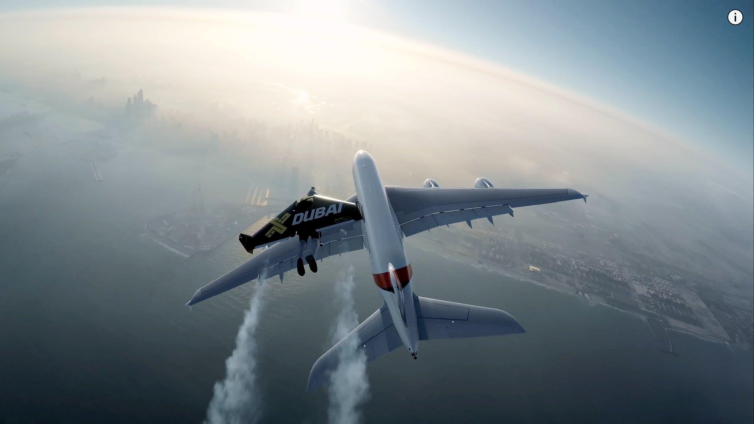 Spektakuläres Manöver vor der Kulisse Dubais: Jetman und A380 im Steigflug.