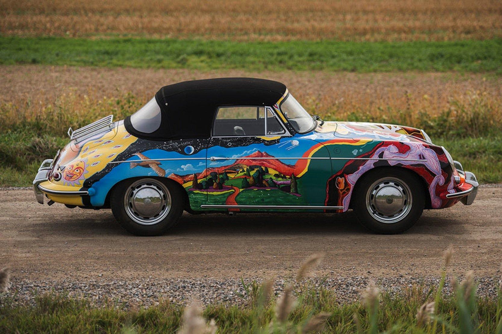 Auf der rechten Seite des Joplin-Porsches ist die kalifornische Bergwelt aufgemalt.
