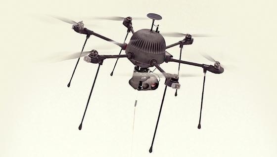 Drohne Parc: Dank einer Kabelverbindung kann sie permanent fliegen. Sie wurde vom Bostoner Unternehmen CyPhy für Privatkunden entwickelt.