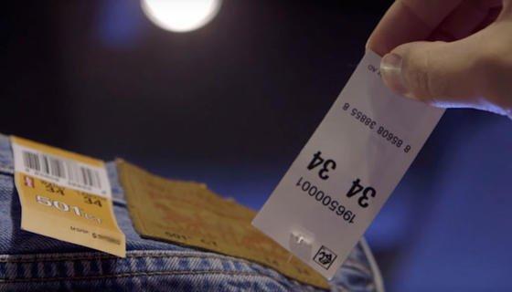 In einem Pilotprojekt hat Intel in drei Läden von Levi Strauss & Co. Hemden und Hosen mit RFID-Chips ausgestattet und vernetzt. Das System erkennt sogar, ob eine Hose in der Umkleidekabine überhaupt anprobiert worden ist.