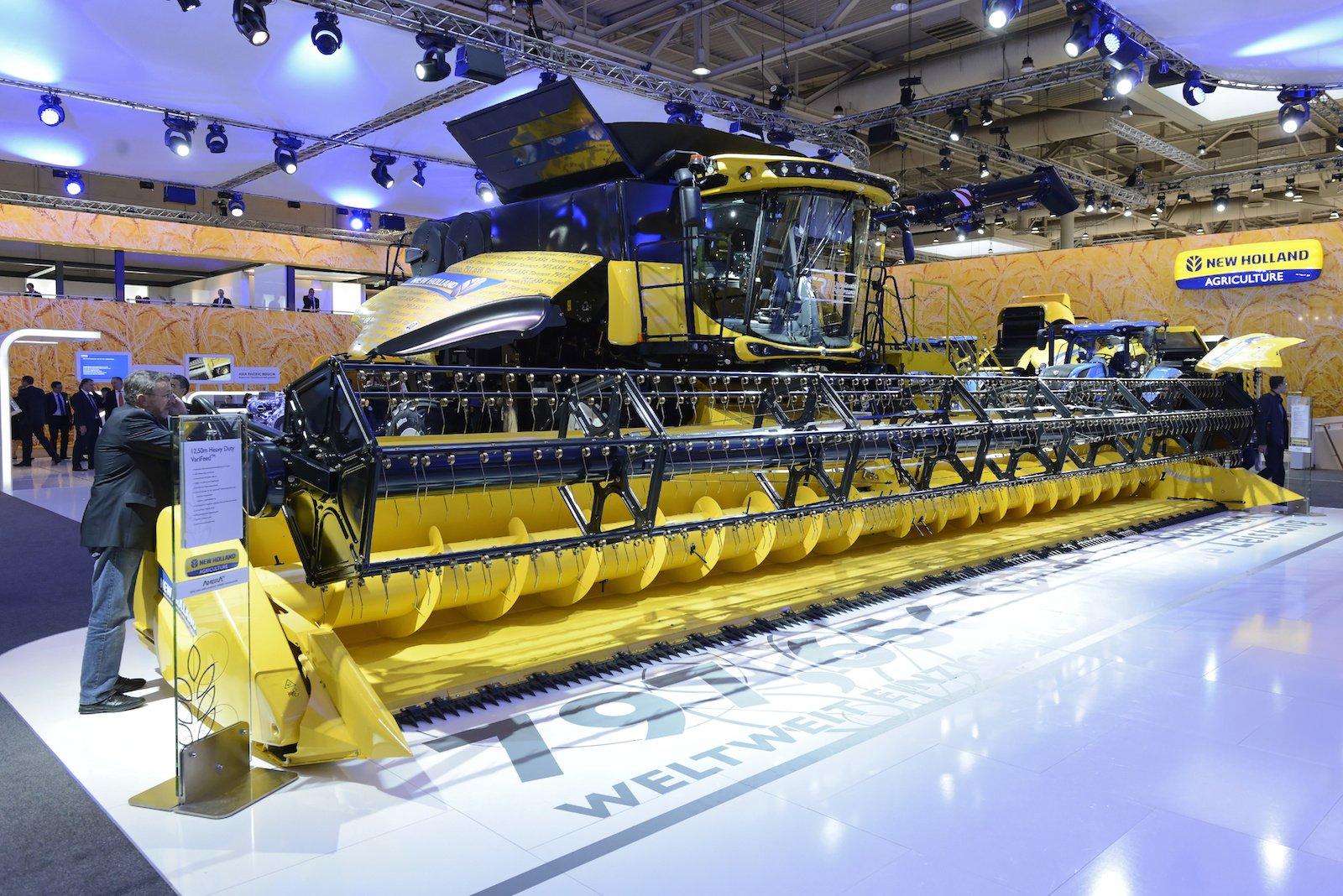 Für den größten Mähdrescher der Welt von New Holland gibt es auch ein Plätzchen auf der Agritechnica...