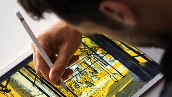 iPad Pro mit dem Malwerkzeug Apple Pencil: Das neue Tablet ist nicht nur riesig, sondern auch enorm leistungsfähig.