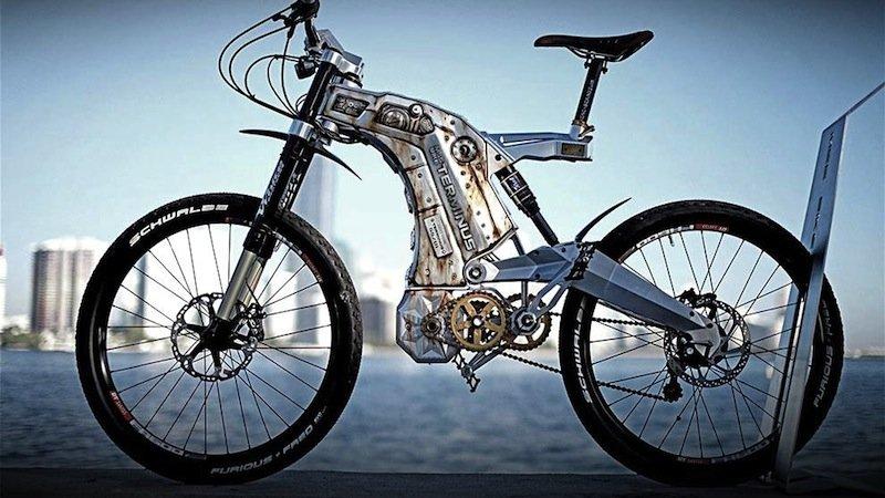 Die Motorleistung herkömmlicher E-Bikes liegt zwischen 200 und 800 Watt. Terminus übertrifft sie mit 2000 Watt kräftig. Federgabeln und hydraulische Scheibenbremsen enthalten Komponenten aus der Formel-1.
