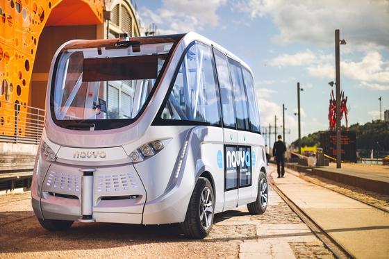 Autonomer Bus des französischen Herstellers Navya: Es gibt weder Lenkrad noch Gas- oder Bremspedal.