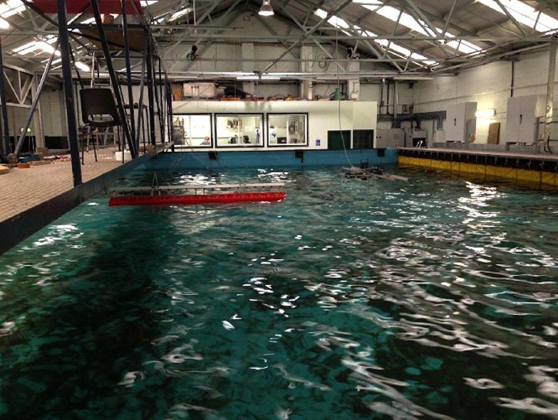 Irland erforscht verschiedene Techniken für Wellenkraftwerke in einem Forschungszentrum in Cork. Dort will sich Apple nun mit einer Million $ engagieren.