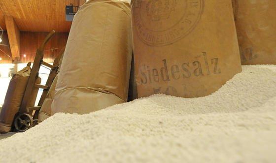 Salz im Lüneburger Salzmuseum: Salz ist auch nicht mehr das, was es einmal war. Chinesische Forscher haben in handelsüblichem Speisesalz Plastikpartikel entdeckt. Vor allem Meersalz ist betroffen.