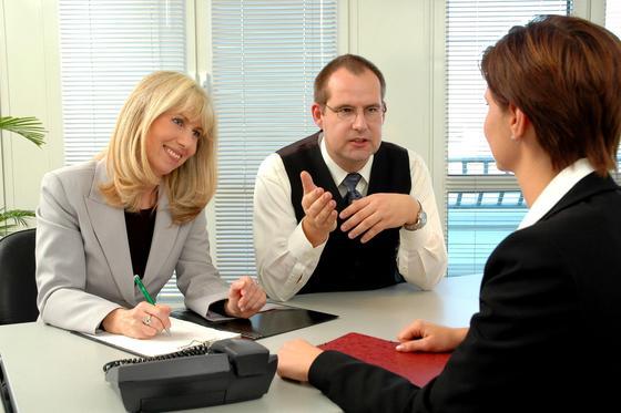 Das Jahresgespräch mit Vorgesetzten ist kein Grund für Panik. Mit ein bisschen Vorbereitung sorgen Sie für beste Voraussetzungen für das neue Berufsjahr.