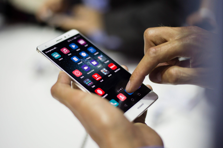 Seine neuartigen Batterien will Huawei schon ausgiebig getestet haben, sodass sie in neue Produkte integriert werden sollen. Wann sie auf den Markt kommen, verriet das Unternehmen nicht.