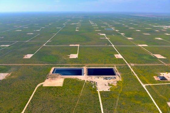 Beim Fracking entstehen große Mengen stark verunreinigten Wassers. MIT-Forscher wollen nun das Wasser mit Hilfe von Elektroschocks in eine saubere und eine stark belastete Fraktion trennen.